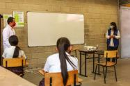 Los docentes aseguran que falta coherencia por parte de la Alcaldía, frente a los casos covid.