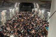 Avión militar con 600 afganos