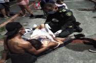 Policías auxiliaron a la mamá