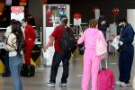 Viajeros en el aeropuerto El Dorado