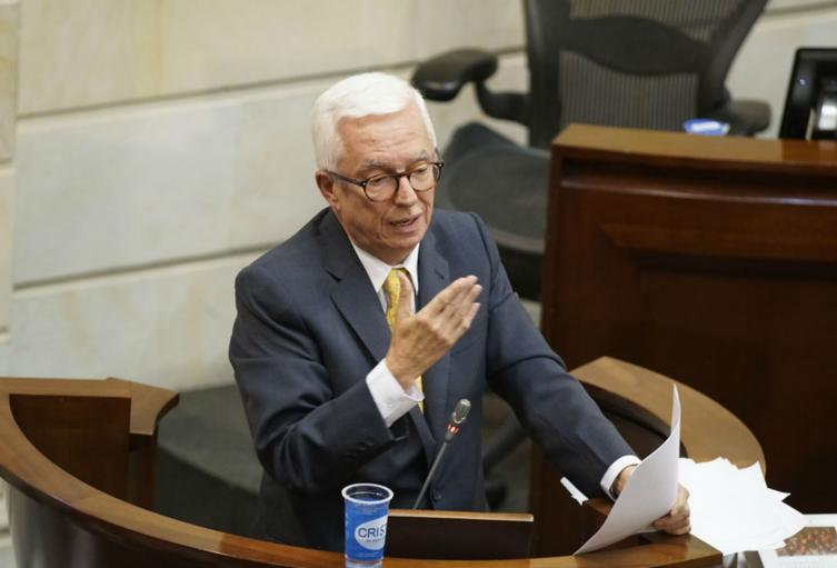 El senador Jorge Enrique Robledo insistió en la corrupción de los Bonos Agua.