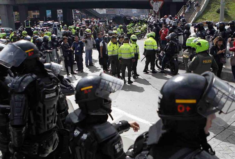 HOMBRE ESMAD POLICIA