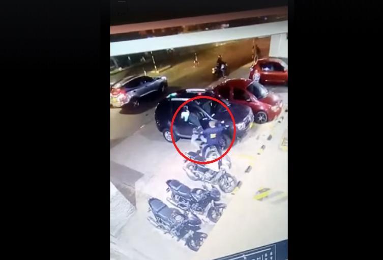 Guarda de seguridad evita hurto de moto.