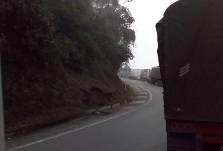 Mula se volcó en la vía Ibagué - Calarcá.