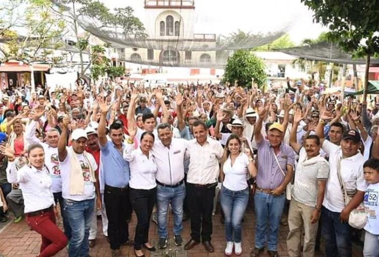 Orozco llegó a varias municipios donde le revalidaron el compromiso de acompañarlo en las urnas el próximo 27 de octubre