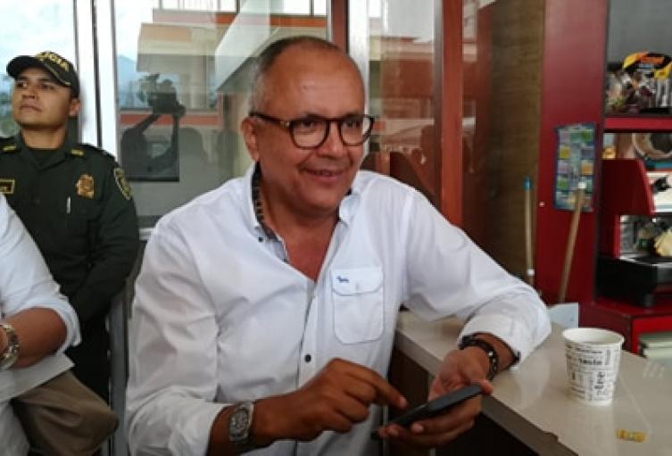 """""""No se puede criticar la falta de espacio político a nuevas generaciones y atornillarse en un puesto de elección popular"""", señalo Barreto"""