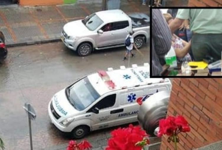 Doly Viviana Zea,Asistente de presidencia por 27 añostuvo ser trasladada en una ambulancia a un centro asistencial