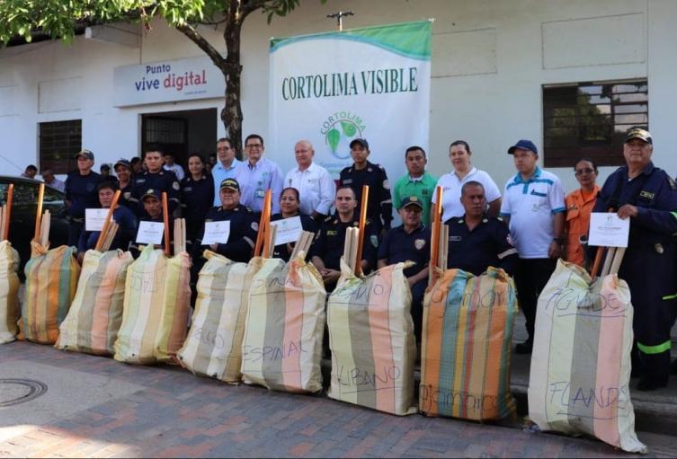 14 cuerpos bomberiles voluntarios resultaron beneficiados con la entrega de los kit