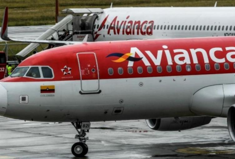 El avión sufrió una falla en uno de sus motores.