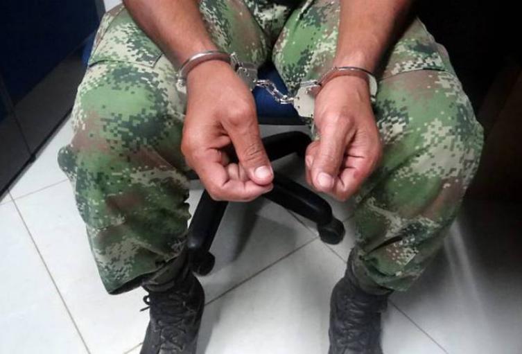 El presunto agresor negó a sus dos hijos para enfilarse en el Ejército.