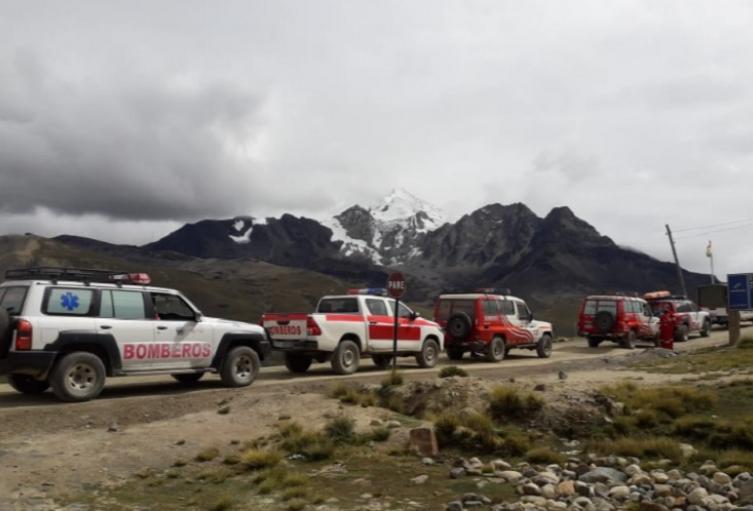 Rescatan en Bolivia a 13 montañeros