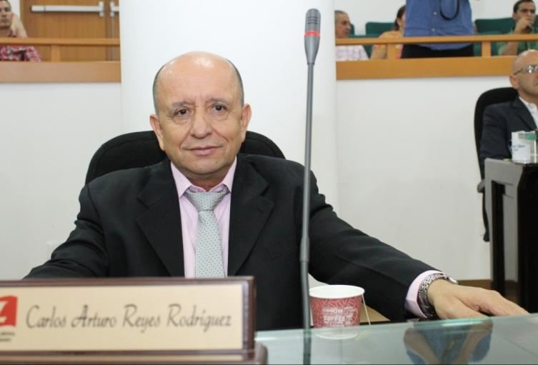 Diputado Liberal Carlos Reyes