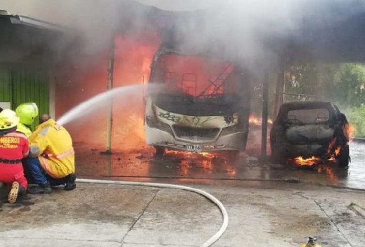 Incendio en parqueadero de Fresno