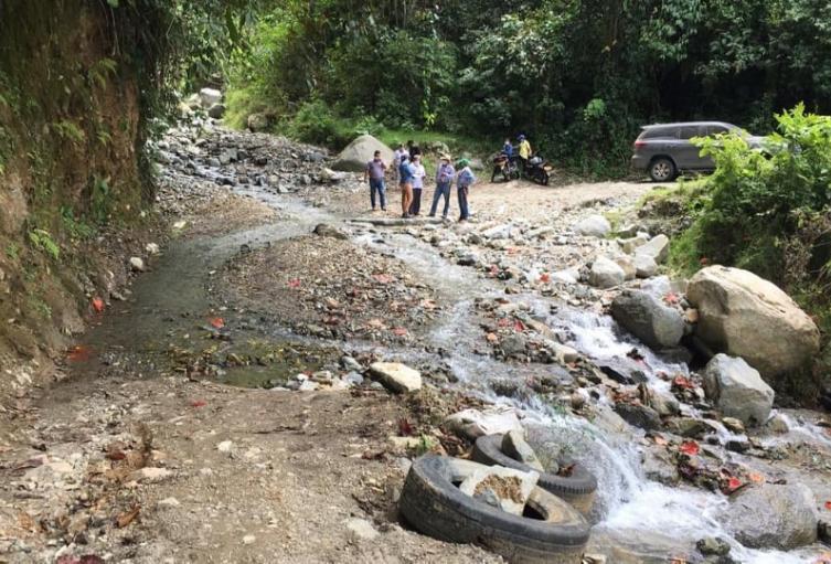 La comitiva del equipo técnico de la secretaría de Infraestructura y Hábitat, visitó varias zonas rurales del municipio de Chaparral