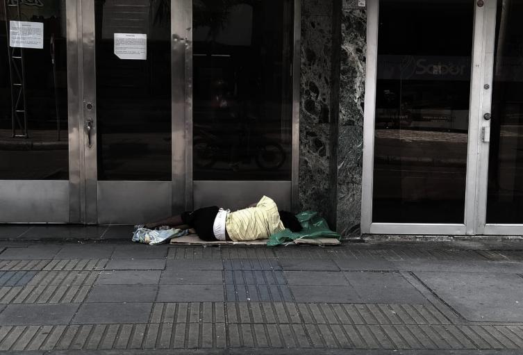 """""""No a la mendicidad"""", la campaña en Neiva para no dar monedas a los habitantes de calle"""