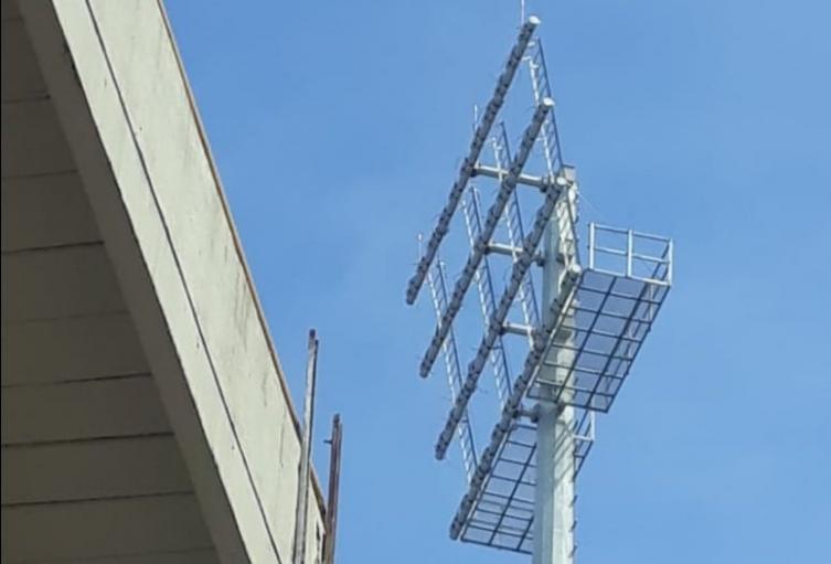 El 70 % de las luminarias de las torres fueron desmontadas por la empresa Energizando Ingeniería y Construcción