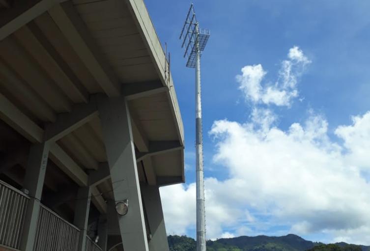 Retiran luminarias del Estadio Manuel Murillo Toro