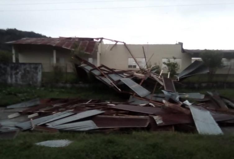 Fuertes lluvias acompañadas de intensos vientos provocaron varias emergencias en los municipios de El Líbano, Santa Isabel y Venadillo