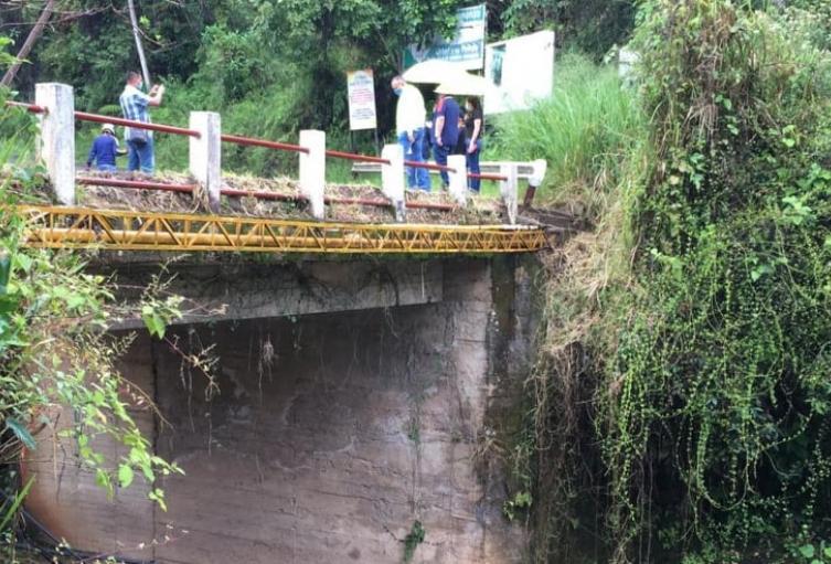 Inspección de varios tramos viales que recorrió en compañía de la alcaldesa de la localidad, Margoth Morales Rodríguez