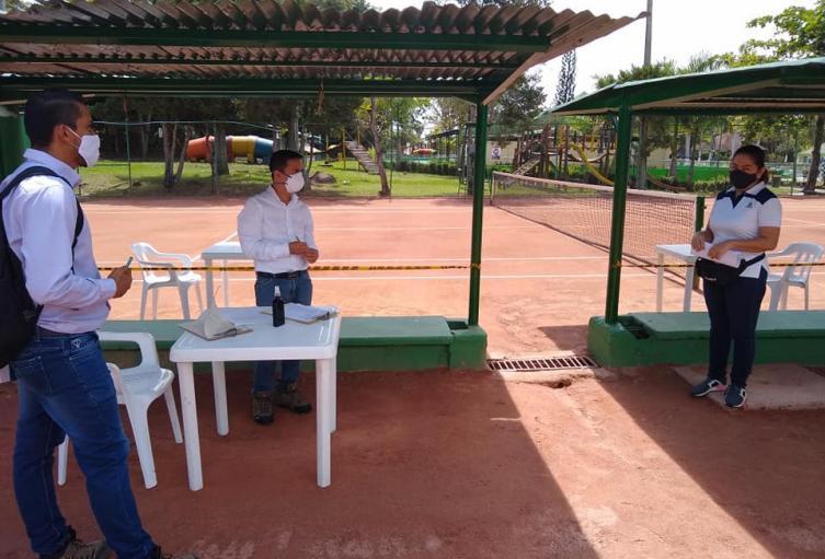 Se abren canchas de tenis