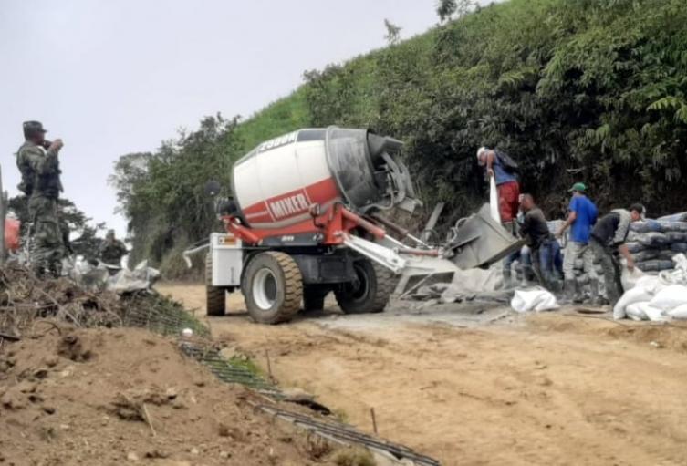 Se lograron recuperar 100 metros de vía que conduce del casco urbano al sector rural del municipio