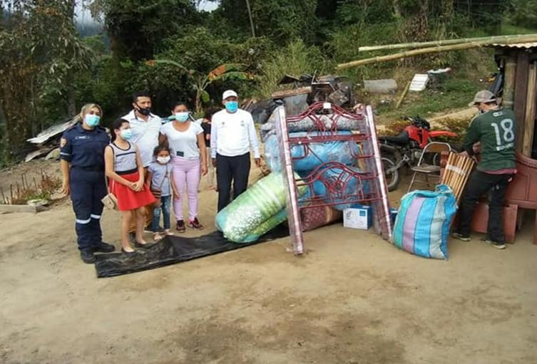 Llega ayudas a San Juan de la China tras incendio estructural