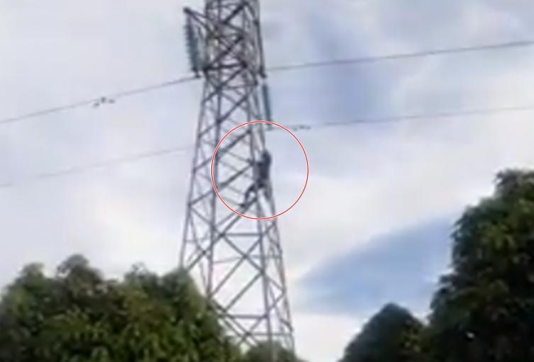 Joven intentó lanzarse de una torre en Chaparral