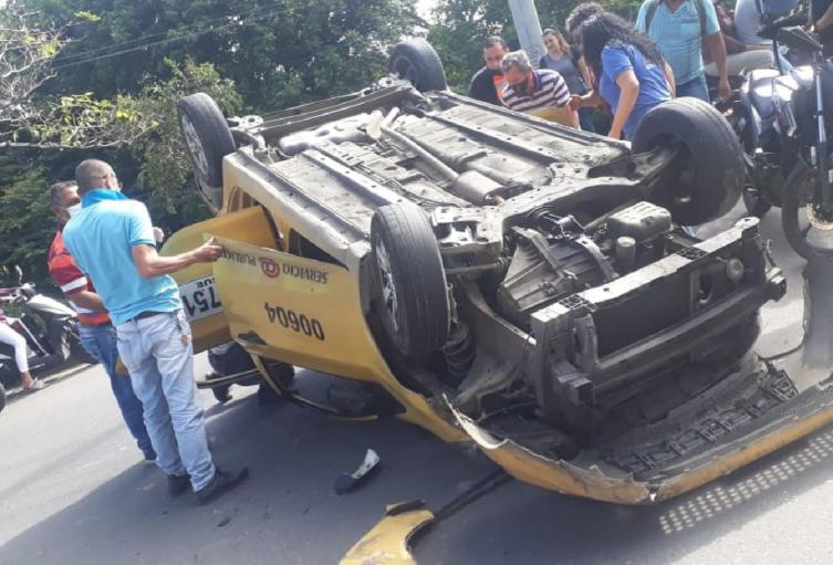 Taxi accidente pedregal