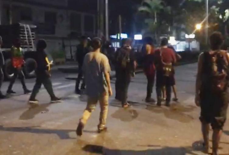 En video: Estudiantes de la UT se le 'rebotaron' a los 'Capuchos' por sus actos vandálicos