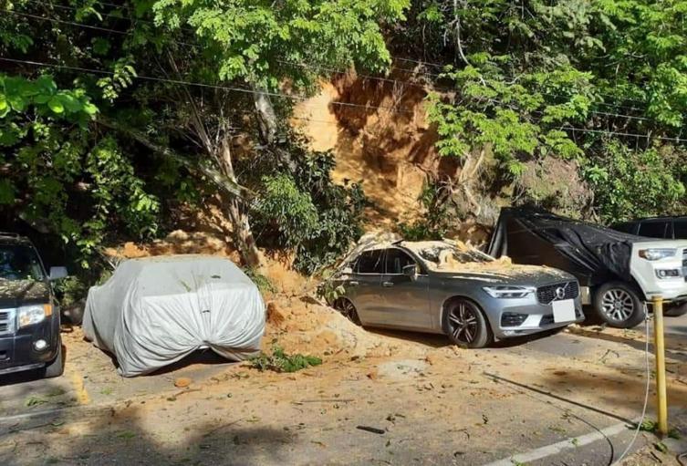 Carros sepultados en prado tolima