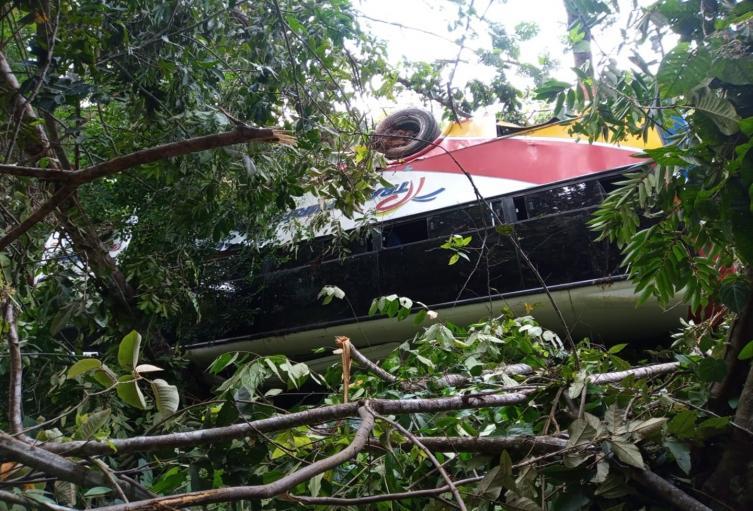 Derrumbe tapó un bus entre Dolores y Prado