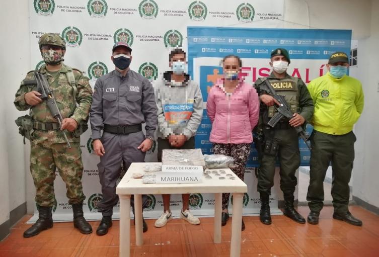 Tras comando situacional capturaron hombre y mujer armados y con drogas en Fresno