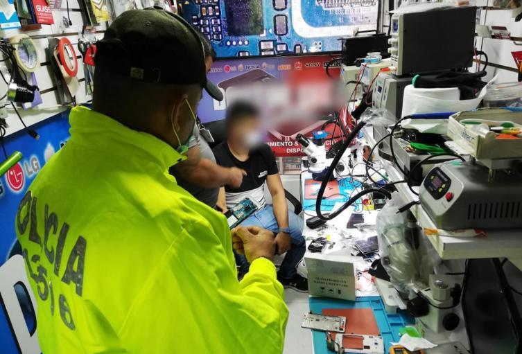 Duro golpe a locales que comercializan celulares robados en Ibagué