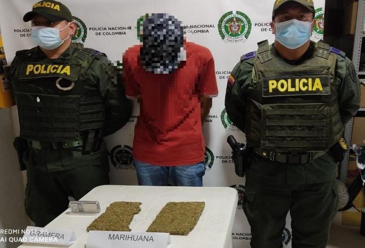 ¡Ey, cuanto te vendo! Sujeto cargaba 2.000 dosis de marihuana y hasta gramera en la vía Murillo – Líbano