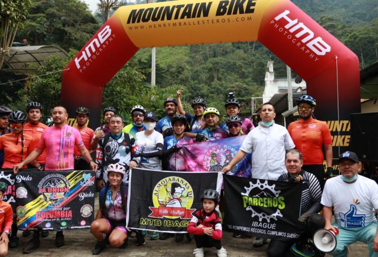 Ciclistas Cañon del Combeima