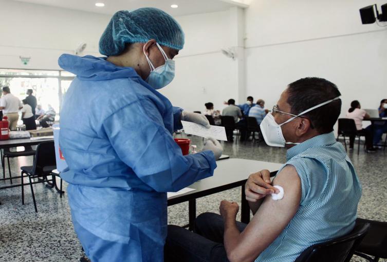 Vacunación adulto mayor Ibagué---imagen de referencia 2021