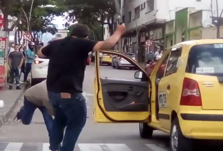 Motociclista le dio machete a taxista en la 11 con 4ª de Ibagué