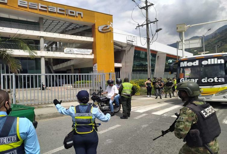 Controles al ingreso de Girardota, Antioquia.