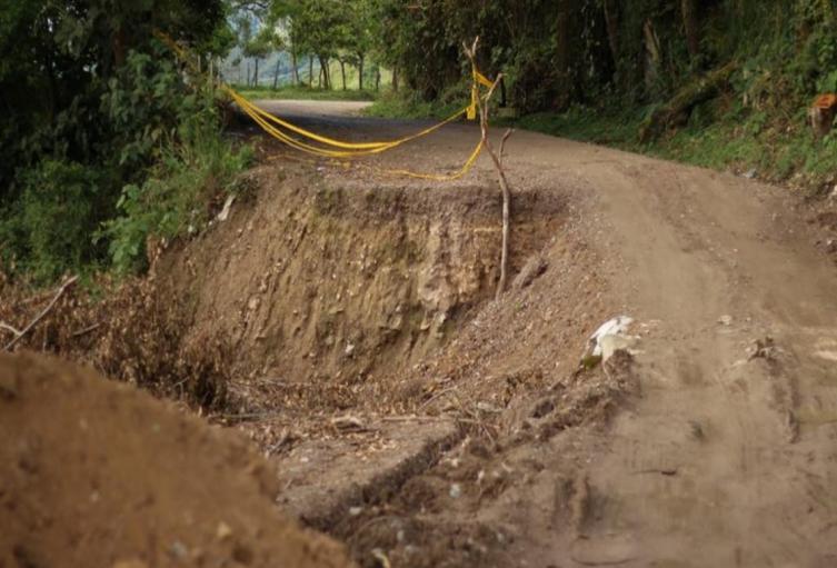 Deterioro en vías de Valle de San Juan