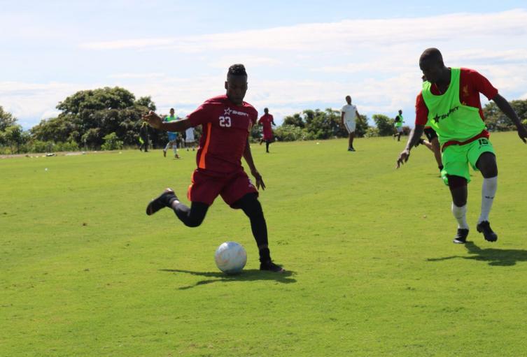 Futbolistas solicitan aplazar