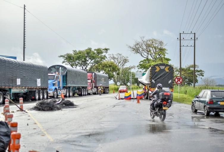 ¡Atención! Habilitan paso de carrotanque con combustible para Cajamarca-Tolima
