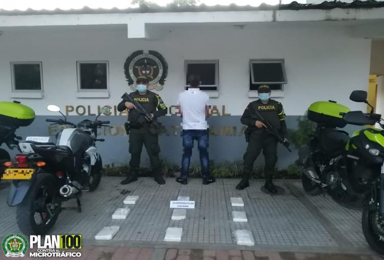 ¡Vuelve y juega! Cayó motociclista con 8 kilogramos y medio de base de coca en Natagaima