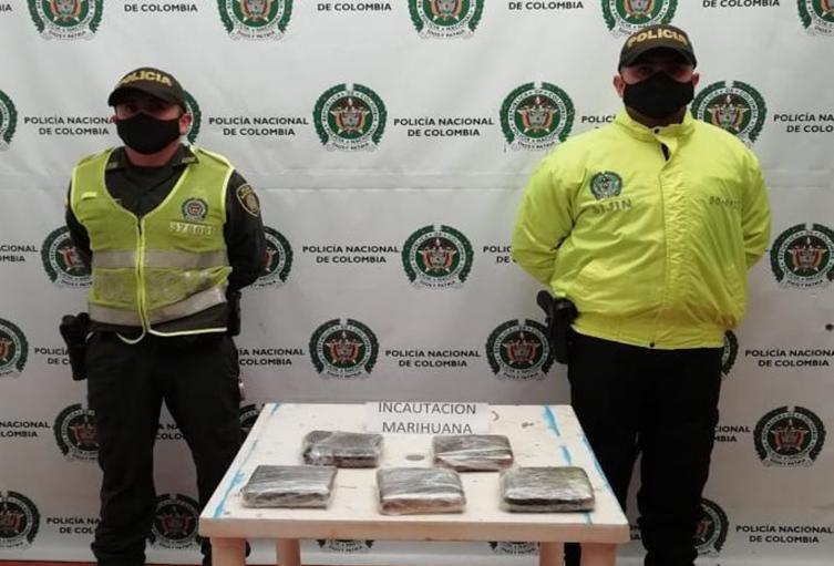 Hallaron 2 kilogramos de marihuana en un vehículo de servicio público en Fresno