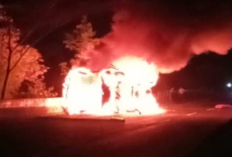 Se volcó e incendió bus con 36 pasajeros en la variante de Ibagué