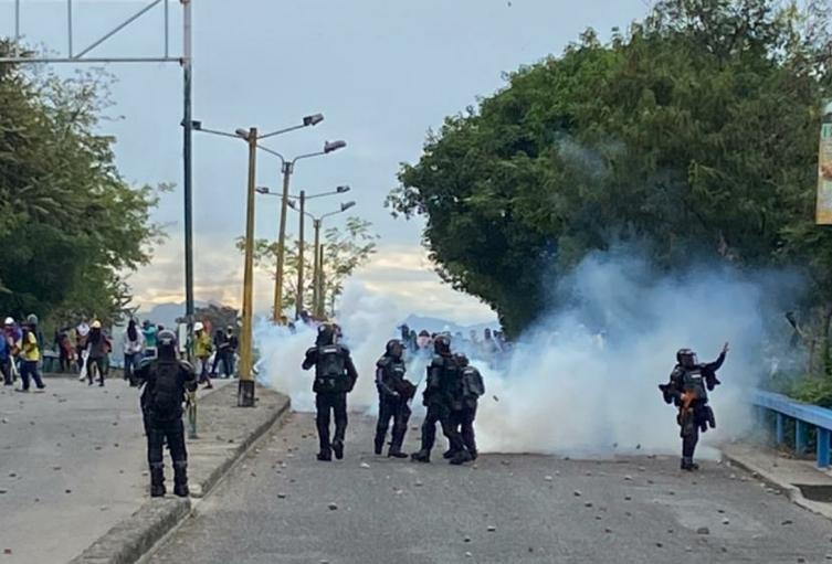 Cuatro Policías heridos