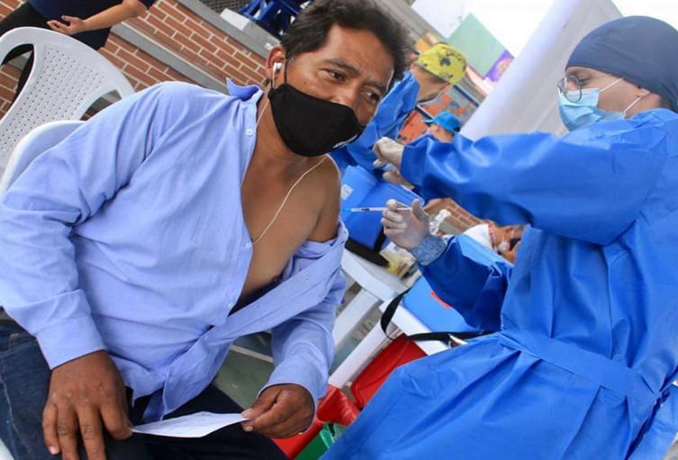 Vacunación en el estadio Manuel Murillo Toro de Ibagué