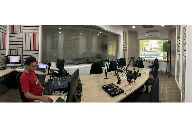 113UnibagueEstudioRadio.jpg
