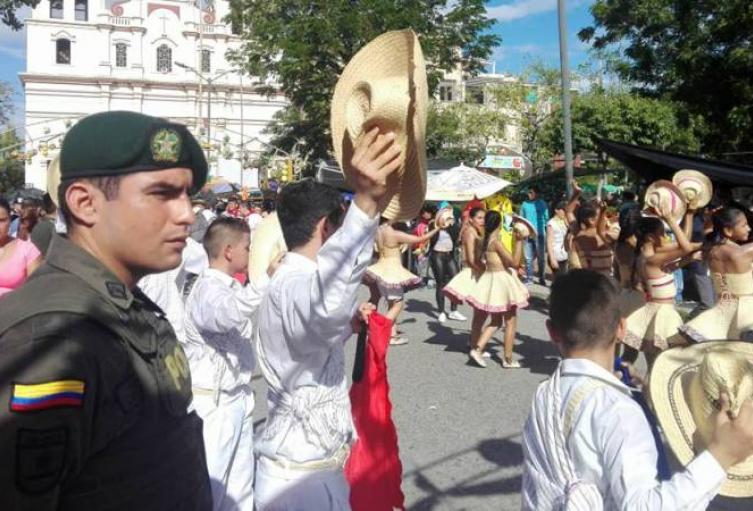 3.000-policías-brindarán-seguridad-durante-el-47°-Festival-Folclórico-Colombiano.jpg