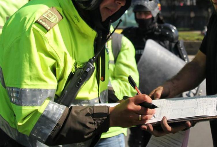 Agente-de-transito-foto-ref-COLPRENSA.jpg