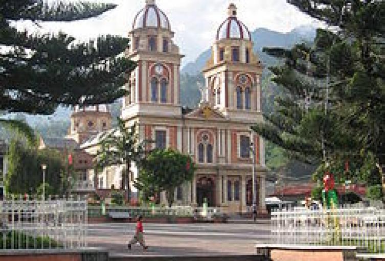 Church_in_Cajamarca_Tolima.jpg